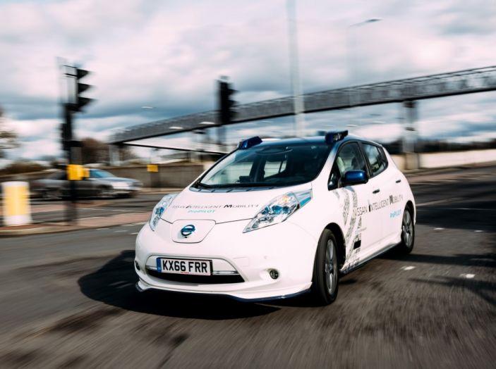 Nissan Leaf, la guida autonoma avanza nel traffico di Londra - Foto 1 di 23