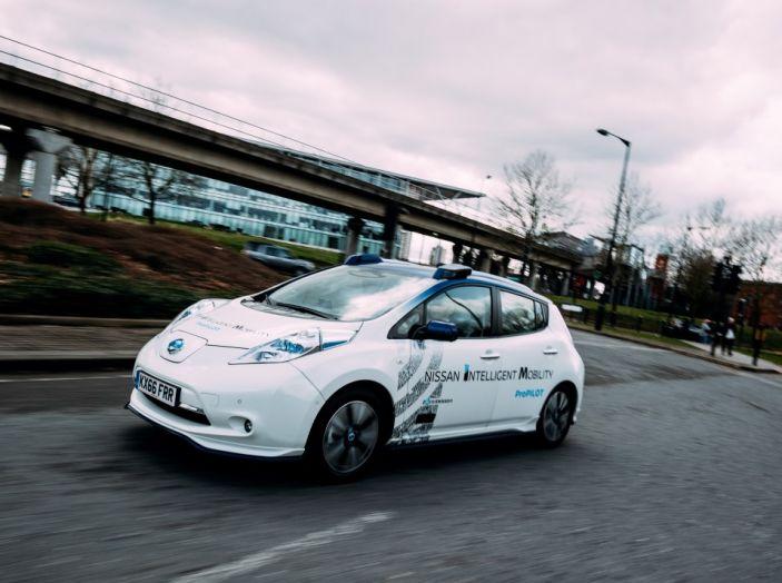 Nissan Leaf, la guida autonoma avanza nel traffico di Londra - Foto 3 di 23
