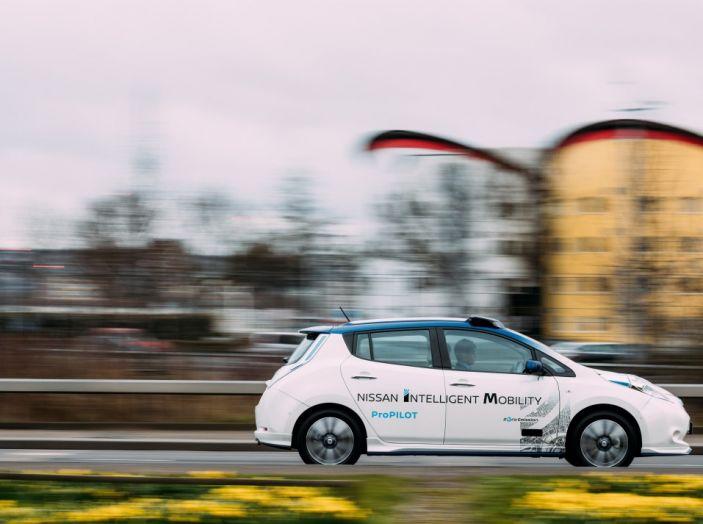 Nissan Leaf, la guida autonoma avanza nel traffico di Londra - Foto 8 di 23