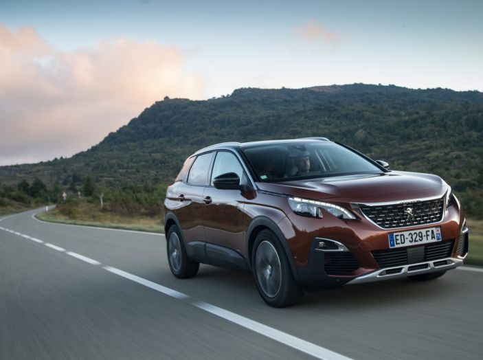 Peugeot 3008: tutti gli allestimenti, i motori ed i prezzi - Foto 3 di 29