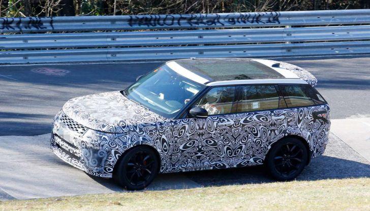 Range Rover Sport SVR prime foto spia dei test al Nurburgring - Foto 12 di 14