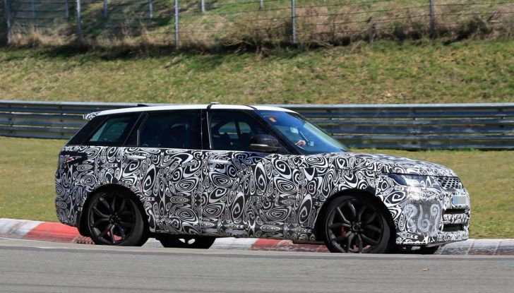 Range Rover Sport SVR prime foto spia dei test al Nurburgring - Foto 8 di 14