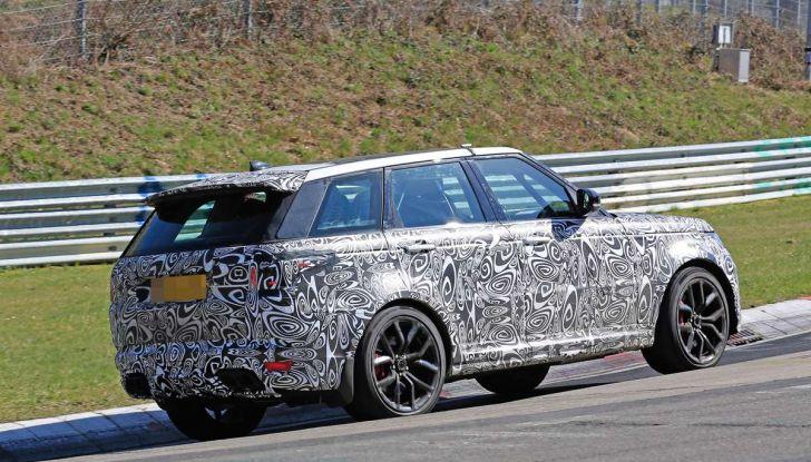 Range Rover Sport SVR prime foto spia dei test al Nurburgring - Foto 9 di 14