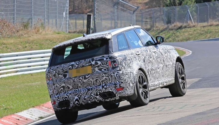 Range Rover Sport SVR prime foto spia dei test al Nurburgring - Foto 10 di 14