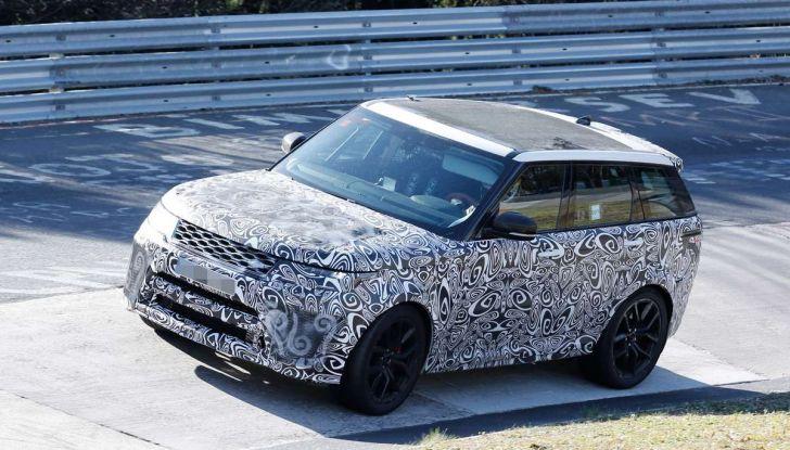 Range Rover Sport SVR prime foto spia dei test al Nurburgring - Foto 13 di 14