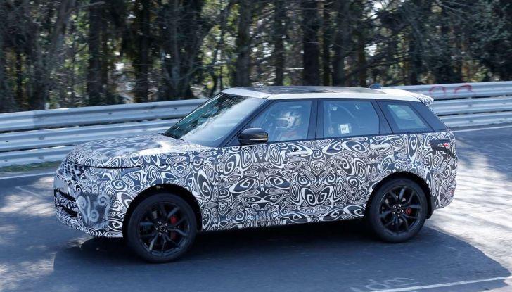 Range Rover Sport SVR prime foto spia dei test al Nurburgring - Foto 1 di 14