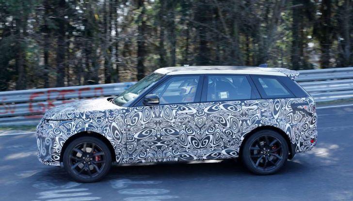 Range Rover Sport SVR prime foto spia dei test al Nurburgring - Foto 2 di 14