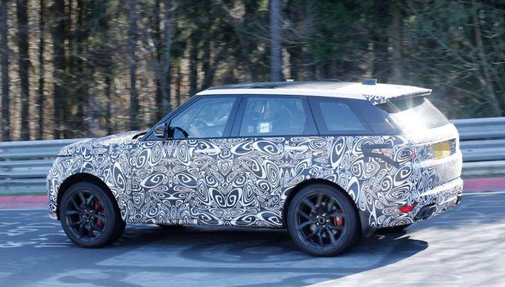 Range Rover Sport SVR prime foto spia dei test al Nurburgring - Foto 3 di 14
