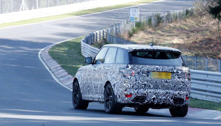 Range Rover Sport SVR prime foto spia dei test al Nurburgring - Foto 5 di 14