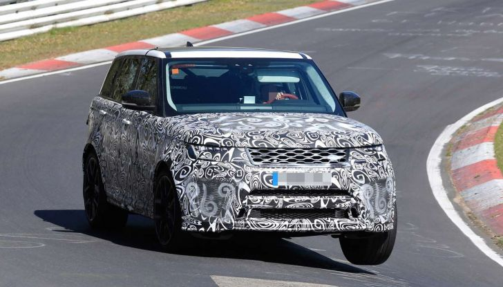 Range Rover Sport SVR prime foto spia dei test al Nurburgring - Foto 6 di 14