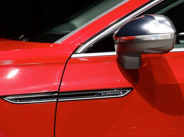 Volkswagen Arteon, la fastback che arriva da Wolfsburg - Foto 17 di 37