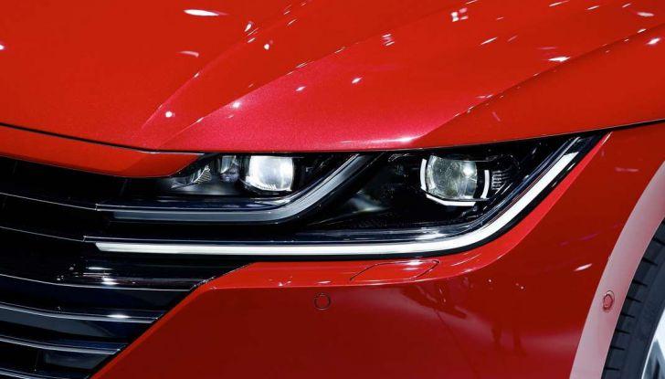 Volkswagen Arteon, la fastback che arriva da Wolfsburg - Foto 18 di 37