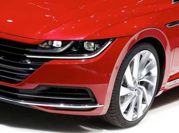 Volkswagen Arteon, la fastback che arriva da Wolfsburg - Foto 19 di 37