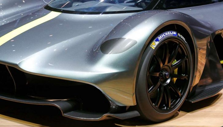 Aston Martin Valkyrie con vernice fatta di polvere lunare! - Foto 3 di 12