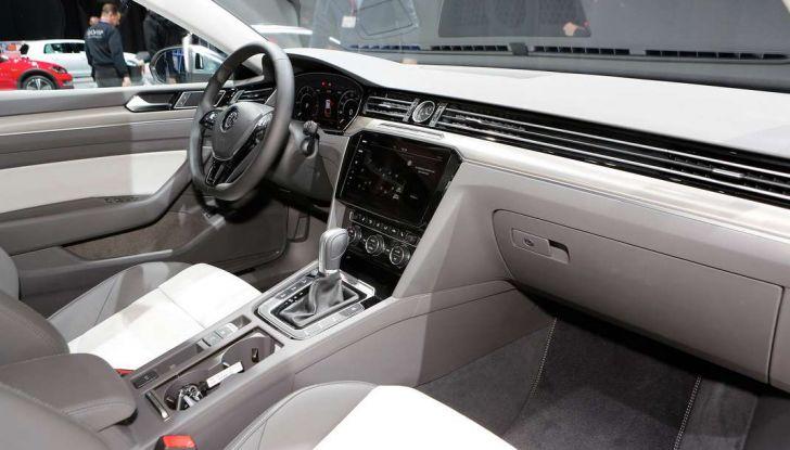 Volkswagen Arteon, la fastback che arriva da Wolfsburg - Foto 24 di 37