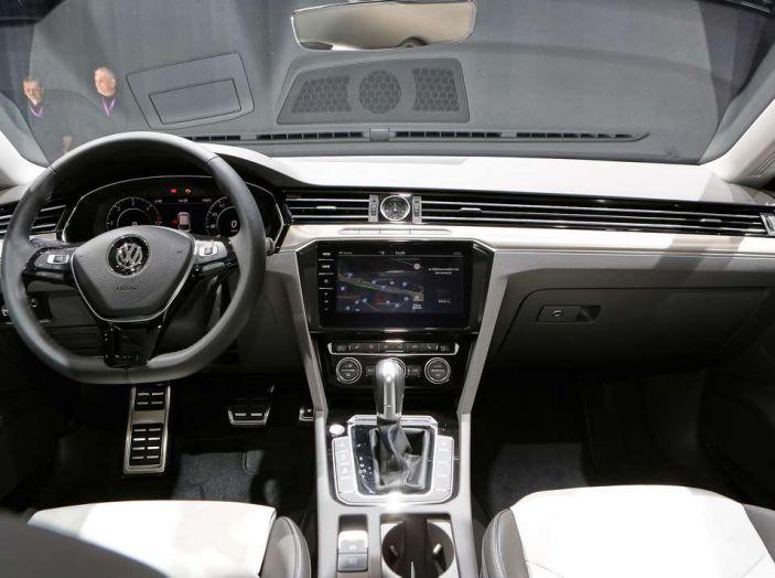 Volkswagen Arteon, la fastback che arriva da Wolfsburg - Foto 36 di 37