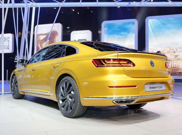 Volkswagen Arteon, la fastback che arriva da Wolfsburg - Foto 9 di 37