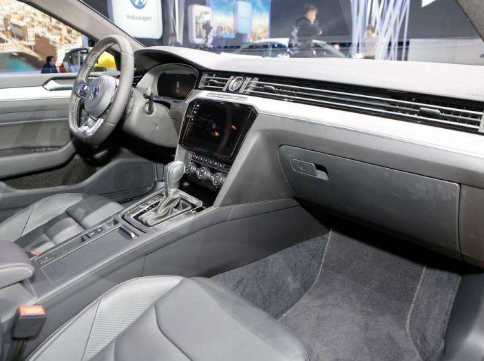 Volkswagen Arteon, la fastback che arriva da Wolfsburg - Foto 37 di 37