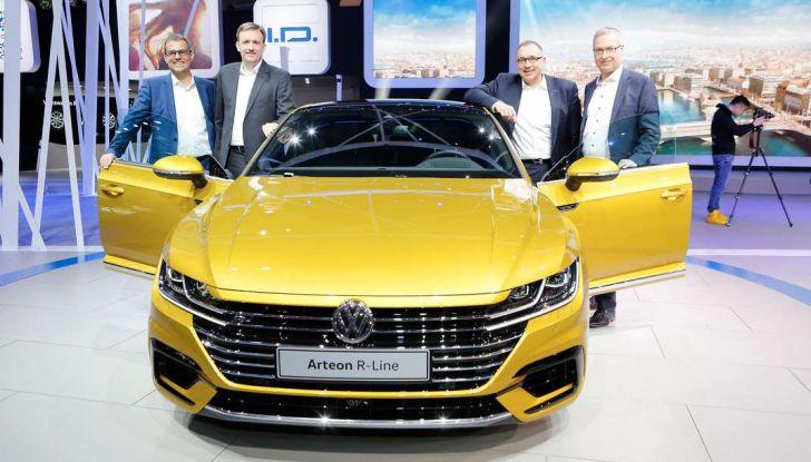 Volkswagen Arteon, la fastback che arriva da Wolfsburg - Foto 4 di 37