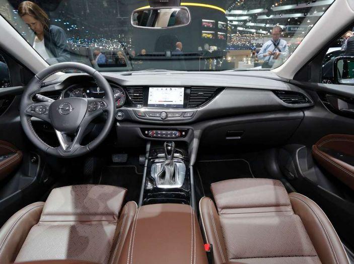 Nuova Opel Insignia Grand Sport 2017 informazioni, motori e allestimenti - Foto 8 di 11