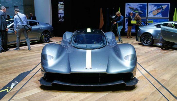 Aston Martin Valkyrie con vernice fatta di polvere lunare! - Foto 4 di 12