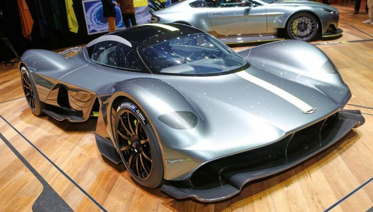 Aston Martin Valkyrie con vernice fatta di polvere lunare! - Foto 1 di 12