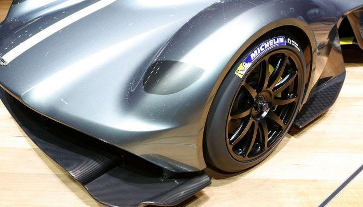 Aston Martin Valkyrie con vernice fatta di polvere lunare! - Foto 7 di 12