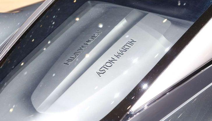 Aston Martin Valkyrie con vernice fatta di polvere lunare! - Foto 11 di 12