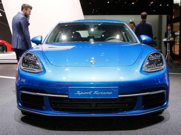 Porsche Panamera Sport Turismo, velocità d'elite - Foto 2 di 9