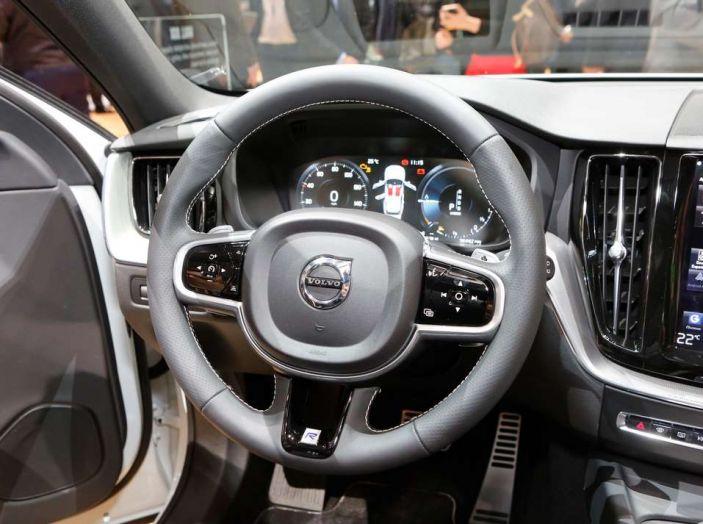 Nuova Volvo XC60 2017: Il martello di Thor - Foto 9 di 22