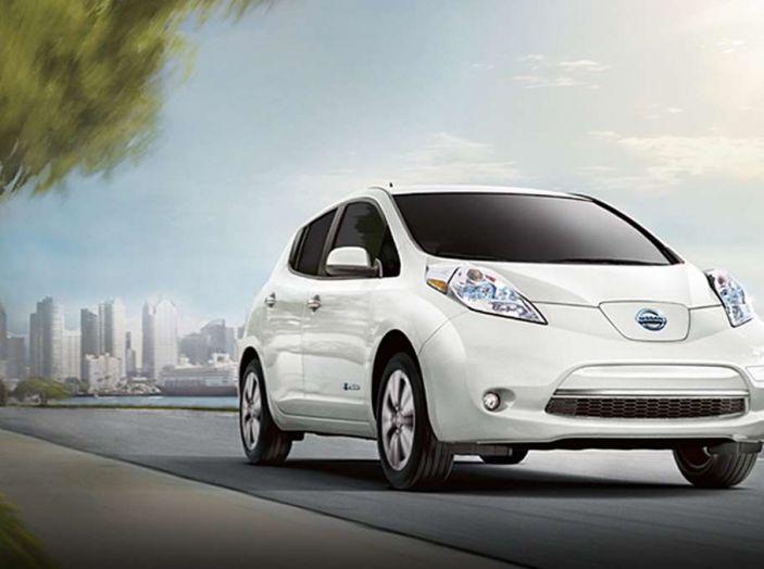 Papa Francesco si muove con Nissan LEAF, auto 100% elettrica - Foto 4 di 8