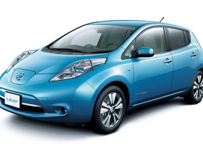 Papa Francesco si muove con Nissan LEAF, auto 100% elettrica - Foto 5 di 8