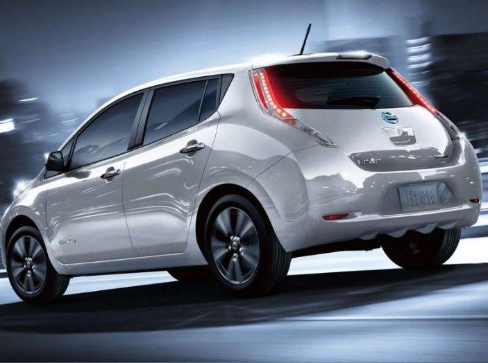 Papa Francesco si muove con Nissan LEAF, auto 100% elettrica - Foto 8 di 8