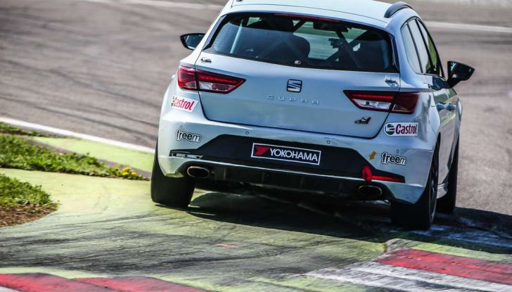 Seat Leon Cupra ST provata in pista a Franciacorta - Foto 28 di 57