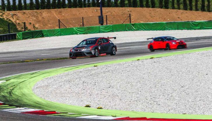 Seat Leon Cupra ST provata in pista a Franciacorta - Foto 13 di 57