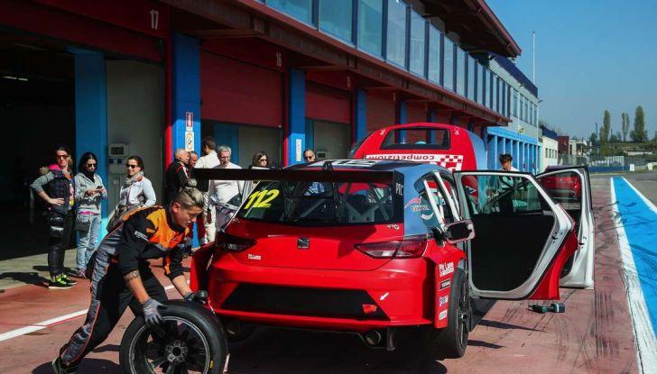 Seat Leon Cupra ST provata in pista a Franciacorta - Foto 7 di 57