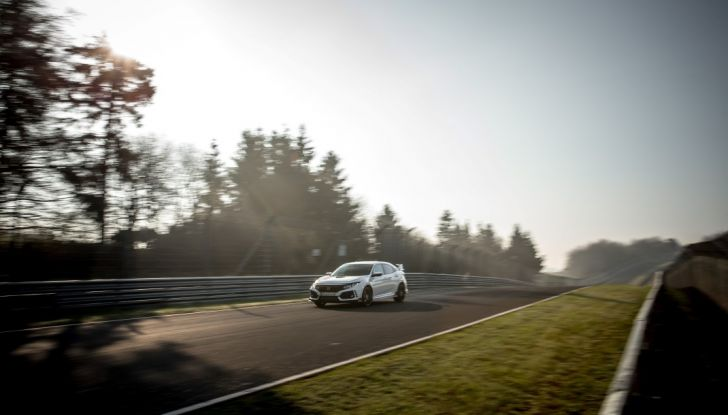 Honda Civic Type R 2017, record di categoria al Nurburgring in 7:43.8 - Foto 4 di 27