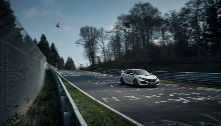 Honda Civic Type R 2017, record di categoria al Nurburgring in 7:43.8 - Foto 13 di 27