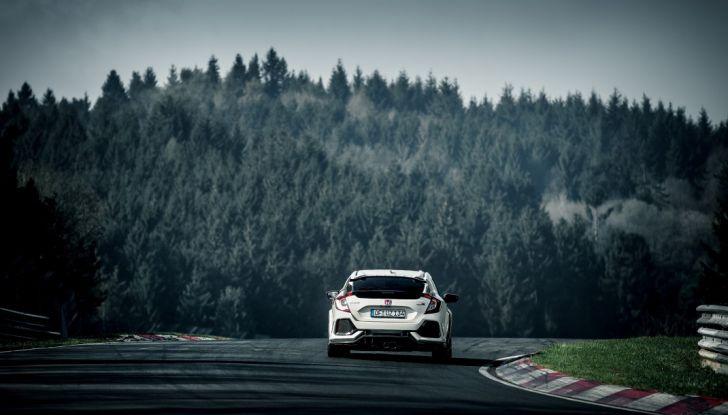 Honda Civic Type R 2017, record di categoria al Nurburgring in 7:43.8 - Foto 14 di 27