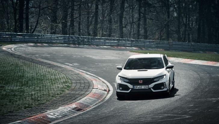 Honda Civic Type R 2017, record di categoria al Nurburgring in 7:43.8 - Foto 1 di 27