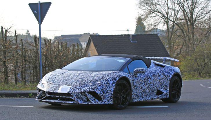 Lamborghini Huracan Spyder, la versione Performante da 640CV - Foto 10 di 14