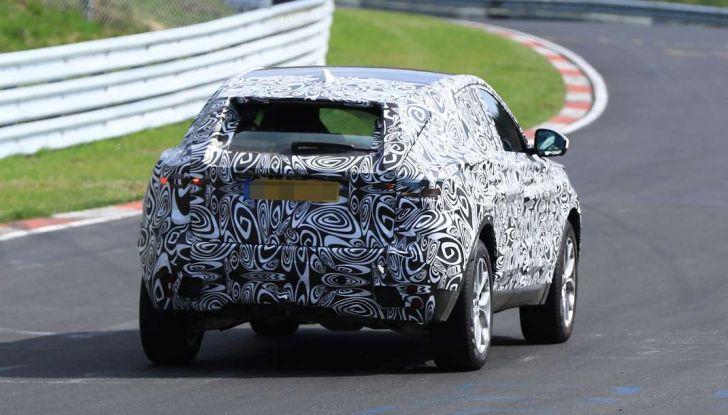 Jaguar E-Pace 2018, prime immagini spia dei test dinamici - Foto 11 di 13