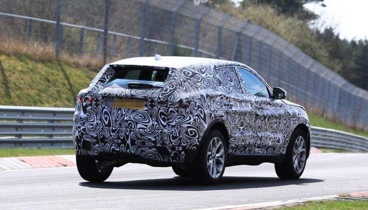 Jaguar E-Pace 2018, prime immagini spia dei test dinamici - Foto 5 di 13