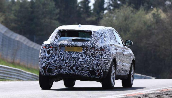 Jaguar E-Pace 2018, prime immagini spia dei test dinamici - Foto 7 di 13