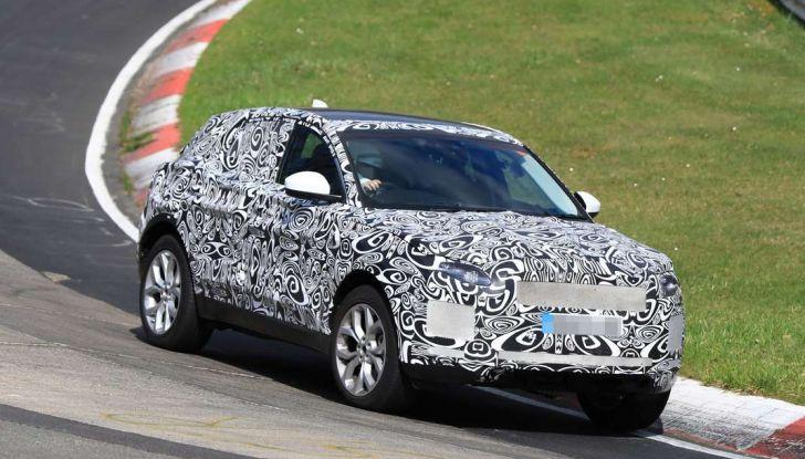 Jaguar E-Pace 2018, prime immagini spia dei test dinamici - Foto 2 di 13
