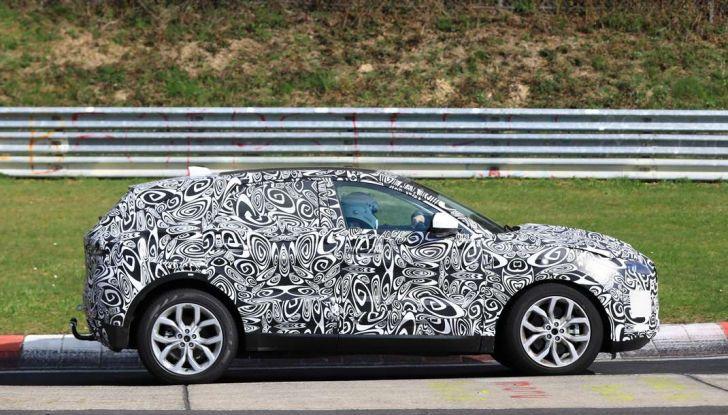 Jaguar E-Pace 2018, prime immagini spia dei test dinamici - Foto 8 di 13