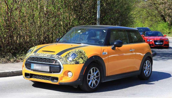 MINI 3 e 5 porte Facelift 2018, primi test drive e dettagli - Foto 3 di 13