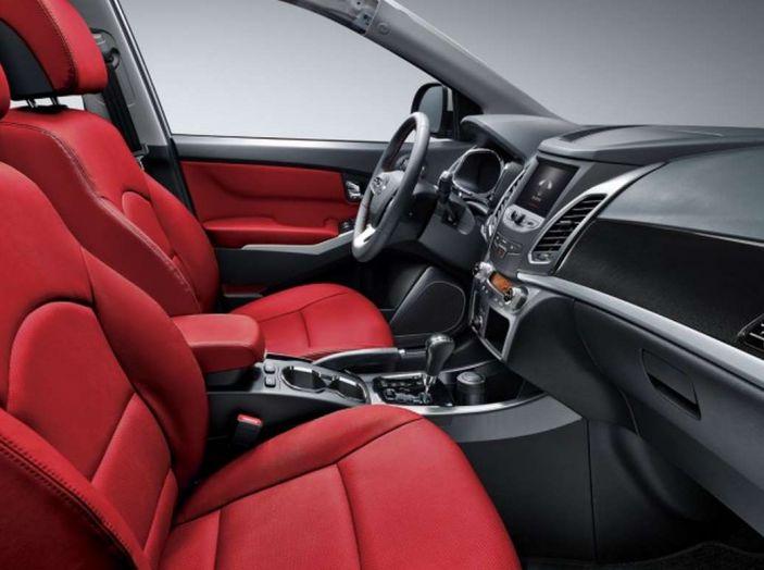 SsangYong Korando restyling, il SUV aggiornato con prezzi da 17.950 euro - Foto 8 di 11