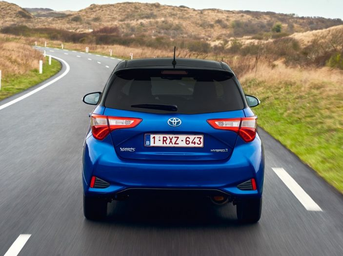 Nuova Toyota Yaris Hybrid 2017: prova su strada, consumi e prestazioni - Foto 9 di 25