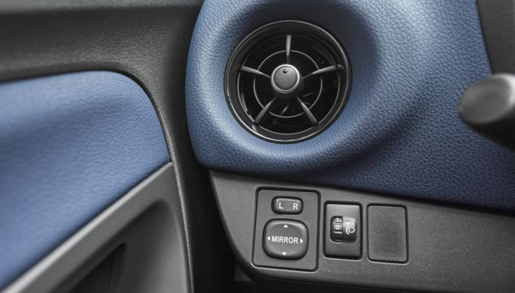 Nuova Toyota Yaris Hybrid 2017: prova su strada, consumi e prestazioni - Foto 16 di 25